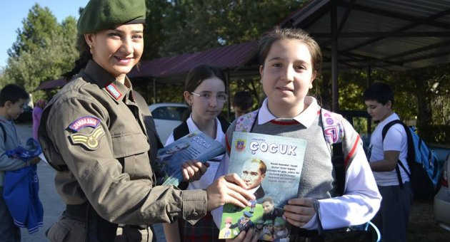 Jandarma Öğrencilere Okul Güvenliği Anlattı