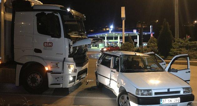 Karabük'te kamyon ile otomobil çarpıştı: 5 yaralı
