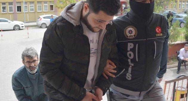 Bonzaiye Mücadele Açtı, Uyuşturucudan Gözaltına Alındı!