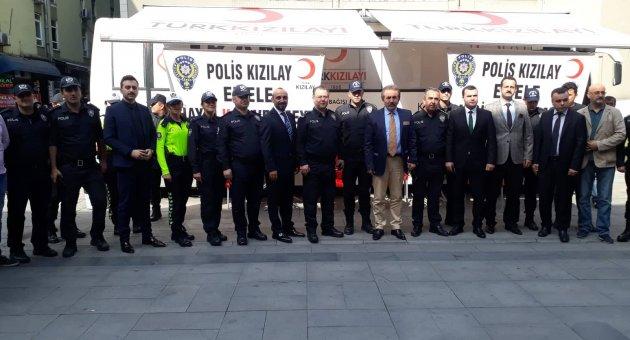 """""""Polis Kızılay ele ele, haydi kan vermeye"""""""