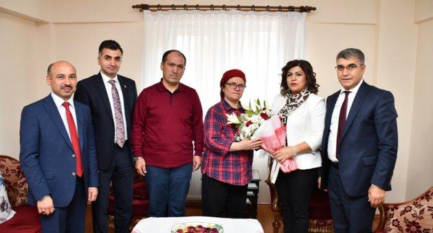 Şehit Öğretmen Aybüke Yalçın'ın ailesine anlamlı ziyaret