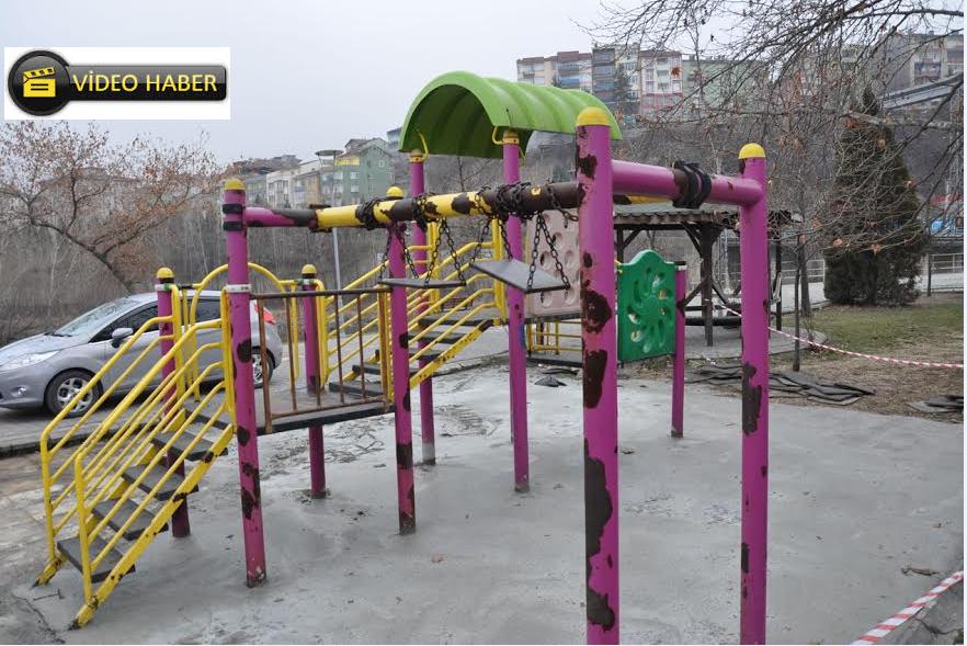 Çocuk Parklarında Yenileme Çalışmaları Devam Ediyor