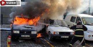 Karabük'te Hastane Otoparkında Üç Araç Yandı